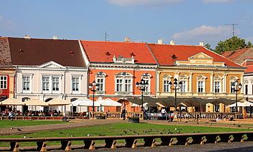 Romania, Timisoara, Piata Unirii, cafes, people,