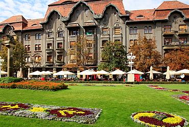 Romania, Timisoara, Piata Victoriei, street scene,