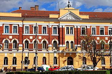 Romania, Cluj-Napoca, street scene, historic architecture,