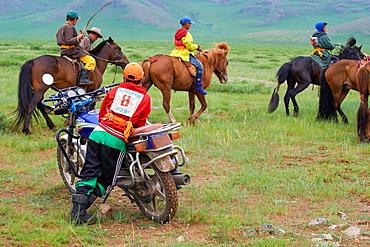 Mongolia, Ovorkhangai province, Burd, the Naadam festival, horses race