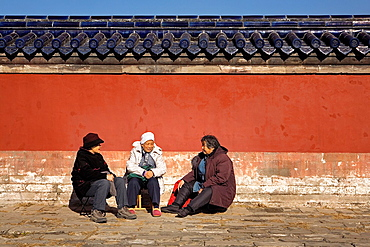 People in the wall that surrounds the Temple of Heaven,Beijing, China
