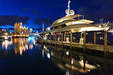 Bahamas, New Providence Island, Nassau, Paradise Island, Atlantis Hotel and Casino, Marina Village, yacht, dusk