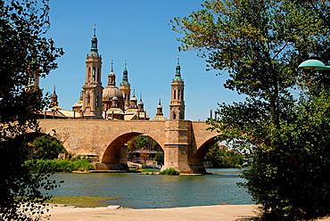 Basilica de Nuestra Senora del Pilar and Puente de Piedra Zaragoza, Aragon, Spain, Europe