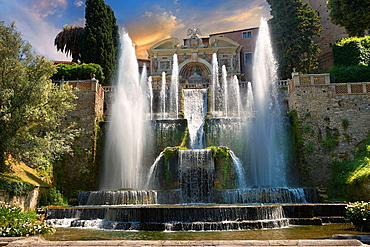 The water jets of the Organ fountain, 1566, housing organ pipies driven by air from the fountains Villa d¥Este, Tivoli, Italy, Unesco World Heritage Site