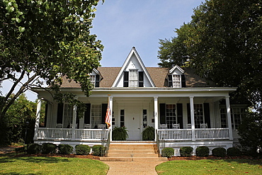 Sidney Lanier Cottage, Birthplace of Sidney Lanier, a poet, musician, and lawyer born in Macon, Georgia