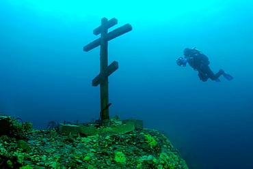 The diver looks at a cross 'This cross is consecrated and established on Feast of the Ascension 09 06 2005' Lake Baikal, Siberia, the Russian Federation, Eurasia