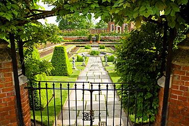 Pond Garden, Hampton Court Palace, Surrey, England, Banqueting House, built 1700, beyond