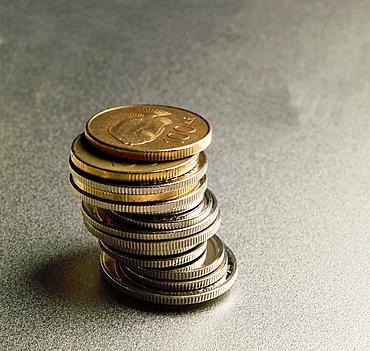 Icelandic 100 Kronur coins stacked