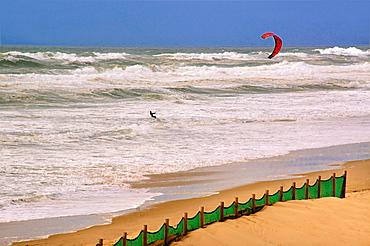 France, Aquitaine, Landes, Kitesurf at Mimizan Plage, on the Atlantic Ocean.