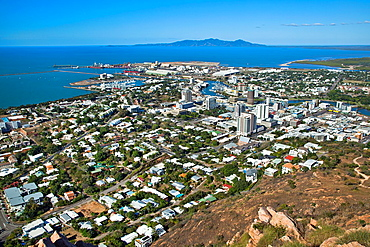 Australia, Queensland, Townsville, view of the city and the harbour from Castle Hill
