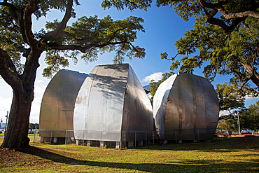 Biloxi, Mississippi, The Ohr-O'Keefe Museum of Art, designed by Frank Gehry The museum faces the Gulf of Mexico, its opening was delayed for years when Hurricane Katrina washed much of it away in 2005 Part of the campus is the John S and James L Knight Gallery, also called the Pods