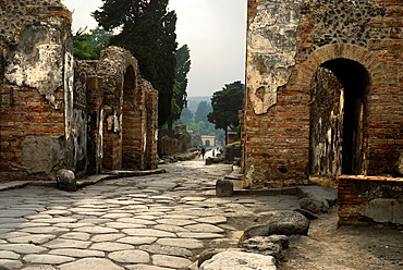Herculaneum Gate, archeological site of Pompeii, province of Naples, Campania region, southern Italy, Europe