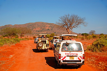 tourists in campers in Tsavo National Park, Kenia