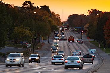 USA, Minnesota, Minneapolis, traffic, Broadway Avenue, dawn