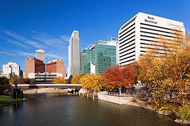 USA, Nebraska, Omaha, Gene Leahy Mall, skyine