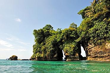 Pajaros Islet Also Named Swan'S Cay Off The Coast Of Boca Del Drago On Colon Island, Bocas Del Toro Archipelago, Republic Of Panama, Central America