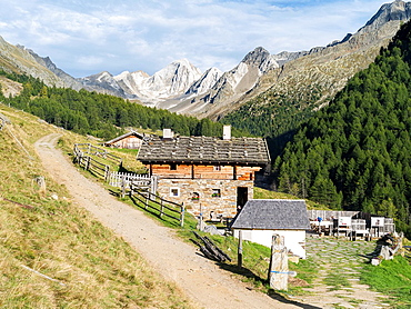 Valley Pfossental Val di Fosse between Texel or Tessa mountain range and Oetztal alps in South Tyrol Mountain farm Mitterkaser Europe, Central Europe, Austria, Tyrol, September