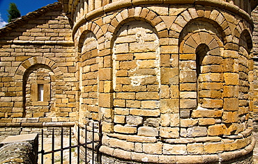 Lombard arches in the apse of the church Mozarabic, Romanesque San Pedro de Larrede, Serrablo, Alto Gallego, Huesca Province, Aragon, Aragon Pyrenees, Spain, Europe