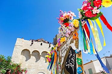 Europe, France, Bouche-du-Rhone, 13, Saintes-Marie-de-la-Mer, pilgrimage of gypsies  flag of the black virgin during the procession