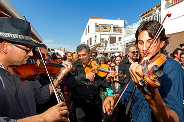 Europe, France, Bouche-du-Rhone, 13, Saintes-Marie-de-la-Mer, pilgrimage of gypsies  Gypsies musician playing violin during the procession of the black virgin