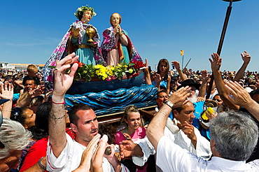 Europe, France, Bouche-du-Rhone, 13, Saintes-Marie-de-la-Mer, pilgrimage of gypsies