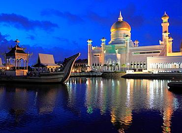 Brunei, Bandar Seri Begawan, Omar Ali Saifuddien, Mosque, royal barge,