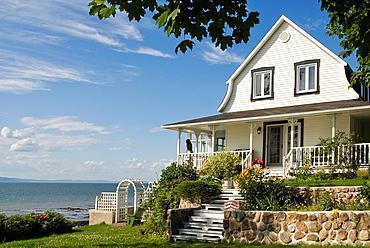 villa on the Saint-Lawrence River bank, Kamouraska, Bas-Saint-Laurent region, Quebec province, Canada, North America