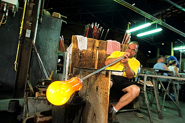 glassblowing and molding, Hartzviller Crystalworks, Moselle department, Lorraine region, France, Europe