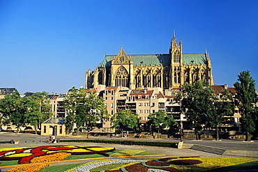 flower bed in front of the Opera-Theater, Comedy square on Petit Saulcy island with the cathedral in background, Metz, Moselle department, Lorraine region, France, Europe