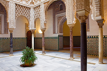 Royal Alcazar,`Patio de las Munecas',Courtyard of the Wrists,Sevilla,Andalucia,Spain