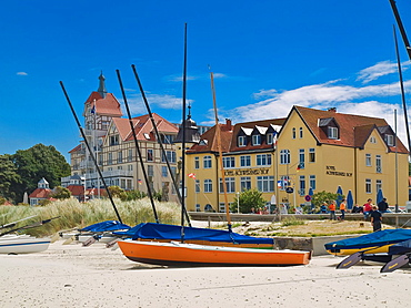 View from the Beach to the Baltic-Square with the Schwerin Court Hotel and House Oceanview, baltic resort Kuehlungsborn, biggest seaside resort of Mecklenburg, administrative district Bad Doberan, Mecklenburg-Western Pomerania, Germany, Europe