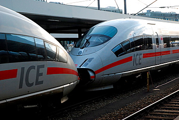 Coupled railcars of the Intercity Express ICE in Munich Hauptbahnhof