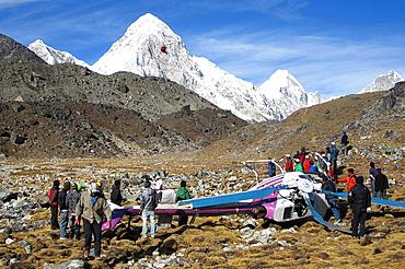 Helicopter crash in the Everest region, luckily none injured. Nepal, Sagarmatha, Khumbu valley.