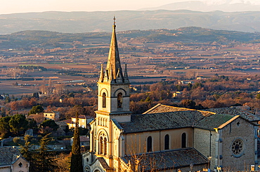 Europe, France, Vaucluse, Luberon. The perched village of Bonnieux. The church.