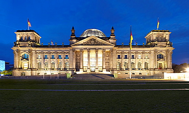 Reichstag, panoramic view at night, Berlin