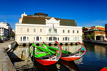 Moliceiros, across the street from the old port captaincy, Do Cojo channel, Aveiro, Beira Litoral, Portugal, Europe.