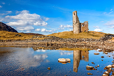 Ardvreck Castle, ruined castle dating from the 16th century, Loch Assynt in Sutherland, north west Highland, Scotland, UK, Europe.