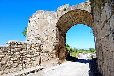 Gates Orta-Kapu, Cufut Qale, Chufut-Kale Jewish Fortress Crimea, Ukraine, Eastern Europe.