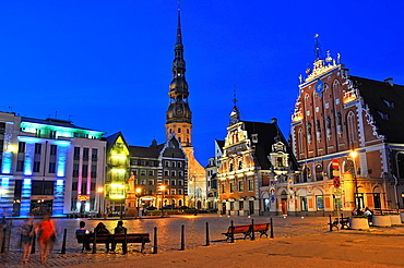 St Peter's Church, statue of Roland, House of the Blackheads and Schwabe House, City Hall Square by night, Ratslaukums, Riga, Latvia, Baltic region, Northern Europe.