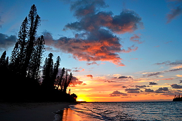 Sunrise in Kanumera Bay, Iles des Pins, New Caledonia, South Pacific.
