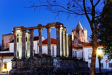 Diana Temple, Roman temple Evora, I BC, World Heritage, Evora, Alentejo, Portugal, Europe.