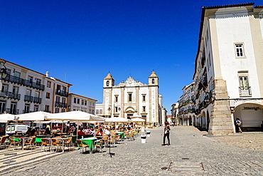 Giraldo Square and Church of San Antao, Evora, Alentejo, Portugal, Europe.