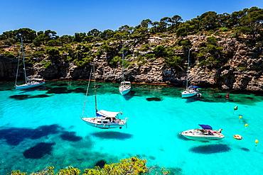 yachts anchored, Cala Pi, Llucmajor, Migjorn region. Mallorca. Balearic Islands. Spain.