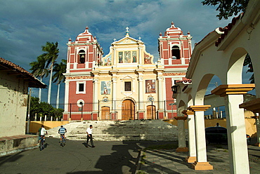 Calvary Church in Leon, Nicaragua, was built in the eighteenth century, is the visual finishing touch to the street Ruben Dario.