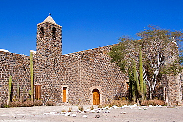 The Jesuit mission of Santa Rosalia Mulege, Baja California was founded in 1705 near the oasis of the place. The stone building was completed in 1766 and was abandoned in 1828.