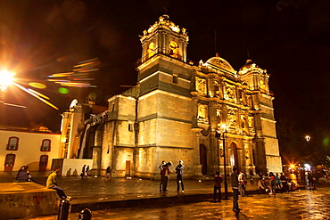 Oaxaca Cathedral: A night view