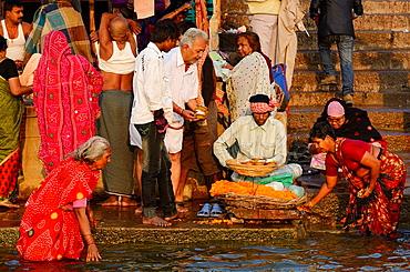 India, Uttar Pradesh, Varanasi, Dasashwamedha ghat, Morning ablutions in the Ganges.