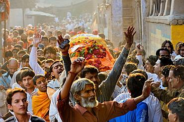 India, Uttar Pradesh, Varanasi, Funeral of Guru Satuwa Baba.