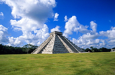 Chichen Itza. 'El Castillo' Piramid. Yucatan. Mexico.