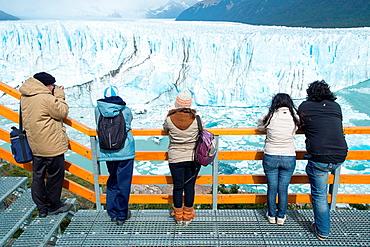 Tourists, Perito Moreno Glacier.